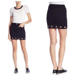 Good American Grommet Raw Hem Skirt